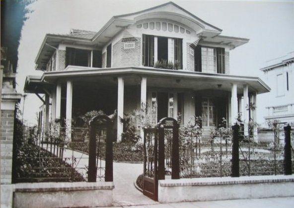 1921 - Avenida Paulista, residência de Gabriela Dumont Villares, entre as ruas Minas Gerais e Augusta. Projetada por Ramos de Azevedo.