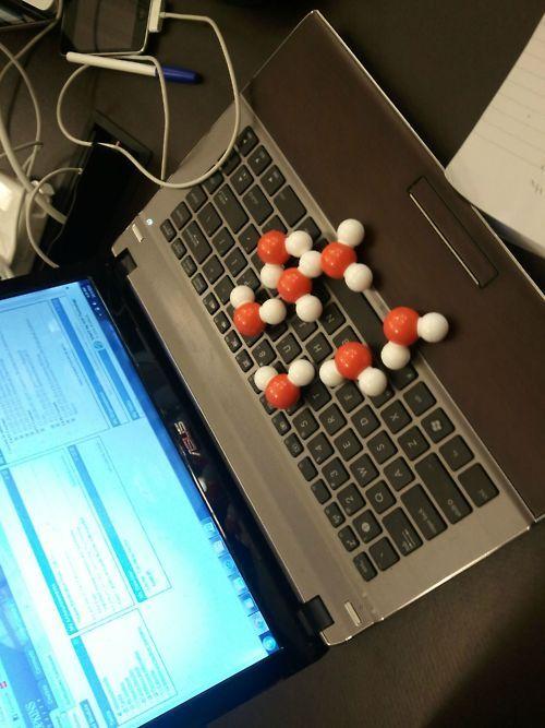 "Geek humour. ""Oh no, I got H2O molecules  (water) on my laptop!"": Nerd Humor, Nerd Jokes, Bit Nerdy, Spill Water, Nerd Quirk, Funny Stuff, Nerdy Side, Chemistry Jokes, Laptops Today"