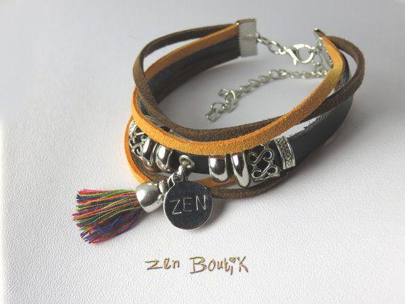 Bracelet Zen Multi-rangs, Cuir et Suédine, Médaillon gravé Zen, Pompon Tassel, Perles Métal, Bijoux Zen, Bracelet Zen Boho Chic, Idée cadeau