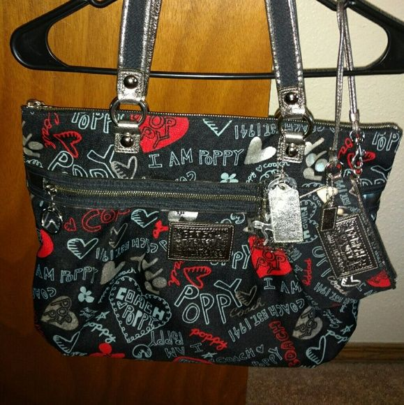 I just discovered this while shopping on Poshmark: Coach Poppy Tote with wristlet. Check it out! Price: $150 Size: OS, listed by perty99