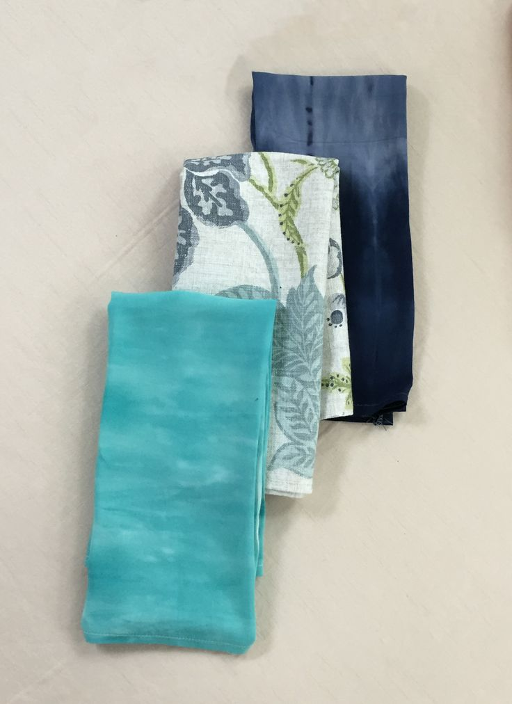 The  aqua and navy tie dye serviettes looks brilliant with the blue seaside serviettes...