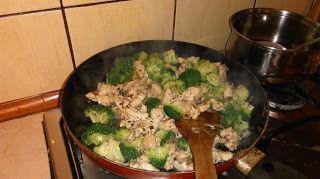 Ania mama Agnieszki: Potrawka z kurczaka z brokułem i makaronem