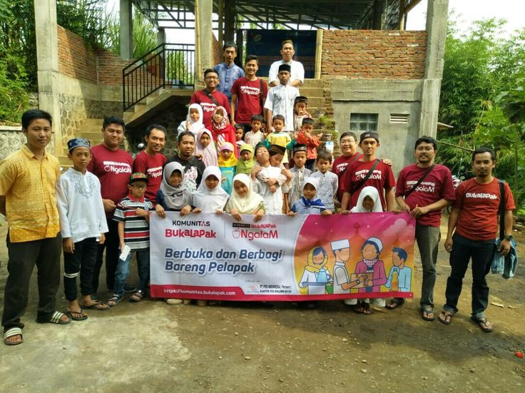 Ramadan, Komunitas Bukalapak Habiskan Waktu Dengan Ini https://malangtoday.net/wp-content/uploads/2017/06/Aktivitas-berbuka-dan-berbagi-bersama-komunitas-bukalapak-Bukalapak-for-MalangTODAY.net_.jpg MALANGTODAY.NET – Komunitas bukalapak selama bulan suci Ramadan kembali menggelar aktivitas kopi darat. Ribuan pelapak yang ada di seluruh Indonesia pun dijadwalkan mengikuti kegiatan berbuka dan berbagi tersebut. Rencananya, acara akan diselenggarakan di 38 kota di Indonesi