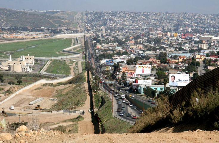 It looks like this at the border of Texas/Mexico as well, in El Paso.  Travelled there several times in the 90's when I worked for Globe Products.