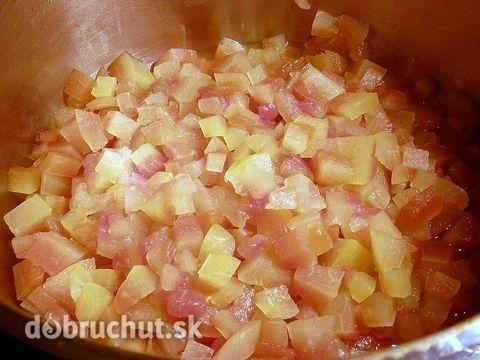 Džem z melónovej šupky 1 kg šupka z červeného melónu 1 kg želírovací cukor 2 dl jablčný ocot 1 balíček vanilínový cukor 2,5 litre voda 1 ks citrón Melónové šupky zbavíme tmavozeleného okraju, nakrájame na malé kocky a vložíme do hrnca. Džem je chutnejší, keď na šupkách bude aj trochu červenej časti melónu.Pridáme 2 l vody, 2 dl jablč octu a varíme 2 hod,  zlejeme, pridáme 1kg želír cukru,1/2 l vody, citrón kôru, šťavu z 1 citróna a varíme kým nezhustne.Horúci džem naplníme do pohárov a…