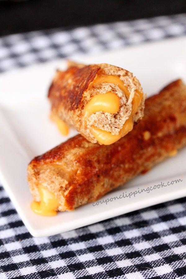 Sirve a tu pandilla algunos rollitos de queso a la plancha.   23 bocadillos fáciles (en serio) que tus hijos amarán