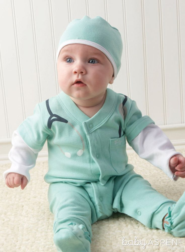 Calling all newborn medical professionals! It's the perfect Halloween costume or gift for a doctor's child. | Baby MD | Our Favorite Baby Gifts from 2016