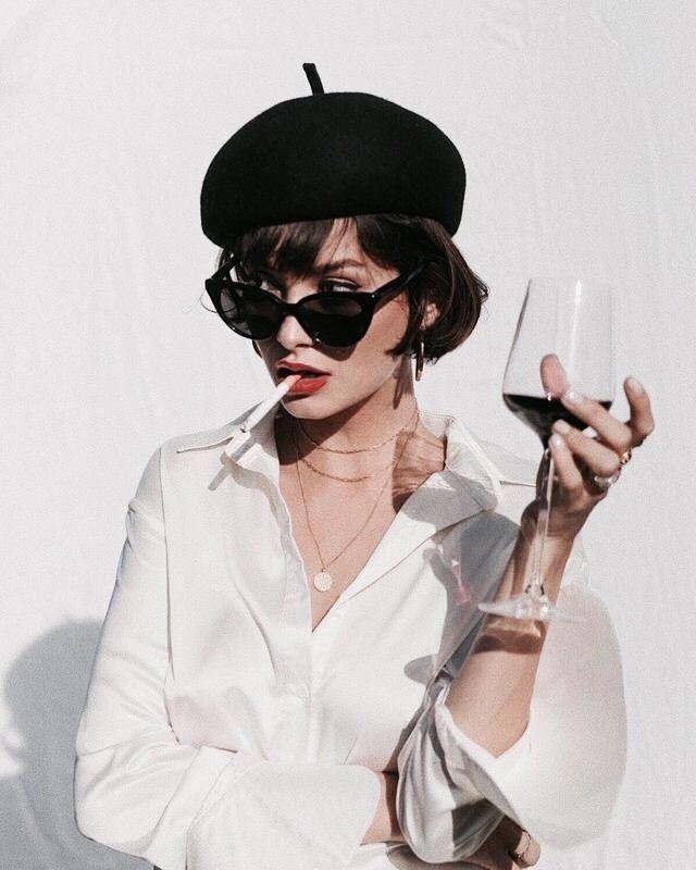 French Hair und Make-up Smokey Eyes kühner Lippen…