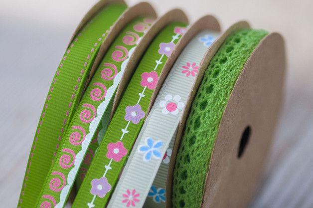Rollos de cintas - 5 Green Ribbons Satin Ribbons Spring Craft Supply - hecho a mano por HQSupplies en DaWanda