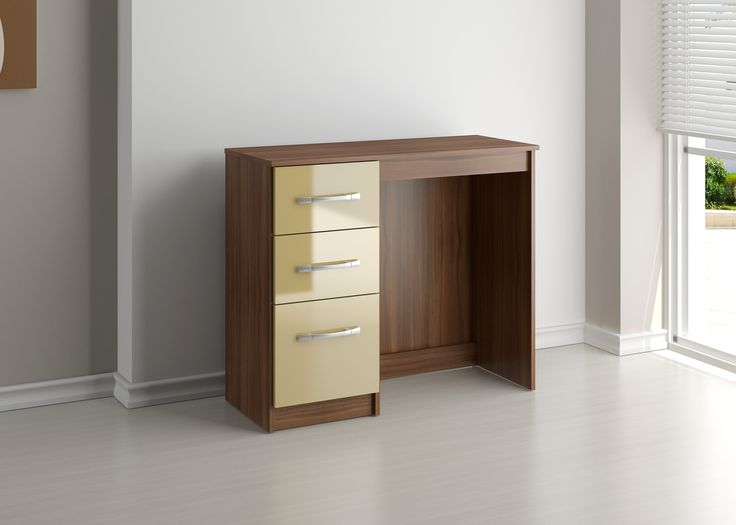 http://www.bonsoni.com/bonsoni-mdp-lynx-3-drawer-dressing-table-walnut-cream  This Bonsoni MDP Lynx 3 Drawer Dressing Table Walnut & Cream is a beautiful piece of Dresssing table demostrating the Bonsonis unparallel quality and workmanship. This Lynx 3 Drawer Dressing Table Walnut & Cream comes in 1 boxes.  http://www.bonsoni.com/bonsoni-mdp-lynx-3-drawer-dressing-table-walnut-cream