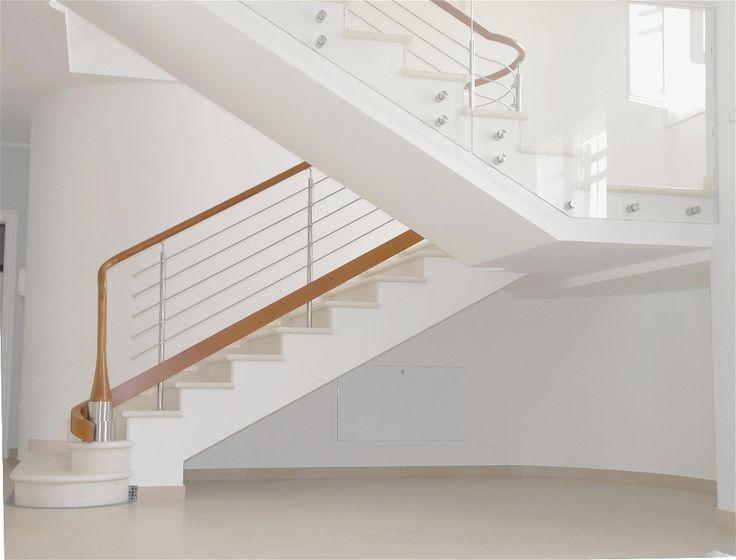 Ben noto Oltre 25 fantastiche idee su Ringhiere delle scale in legno su  HT09