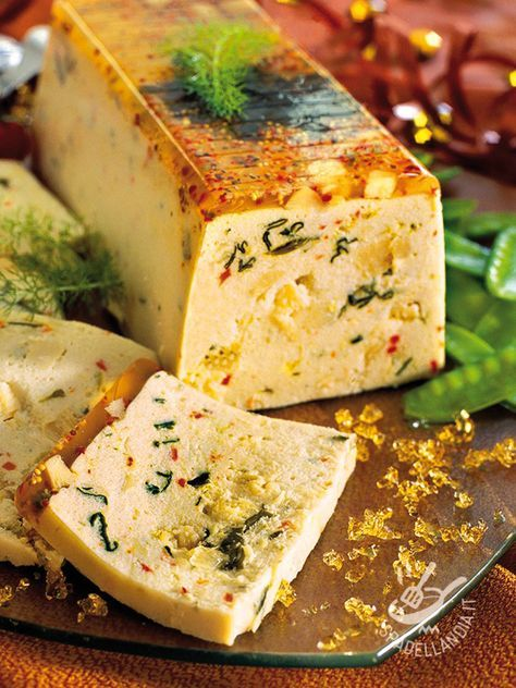 Terrine of cod and scallops - Per un apericena o un buffet elegante e raffinato, o per una cena con invitati speciali, la Terrina di merluzzo e capesante non deluderà i più esigenti! #terrinadimerluzzo