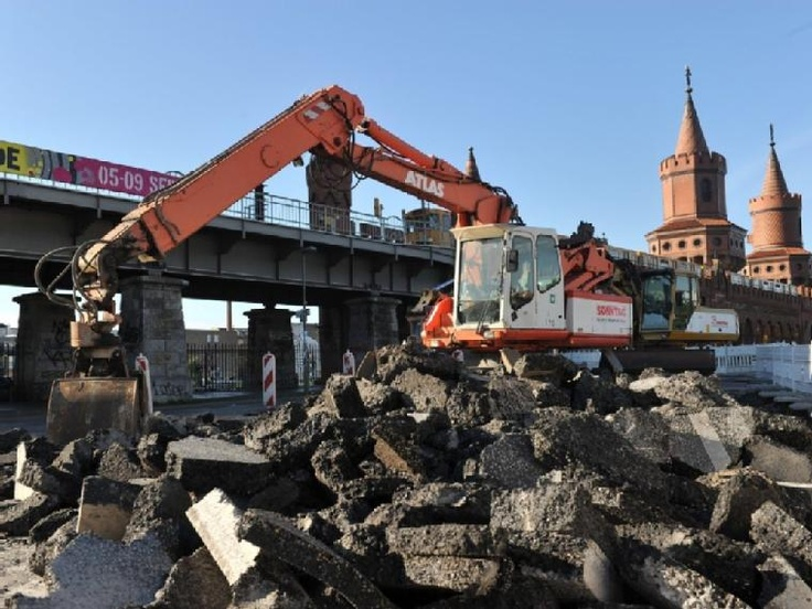 construction at Oberbaumbrücke hopefully for the better