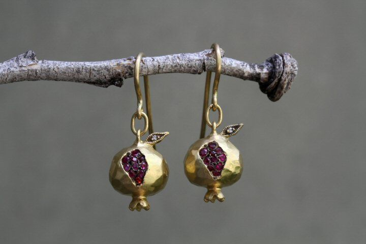 "Cathy Waterman ""Pomegranate"" earrings - Rubies and diamonds"