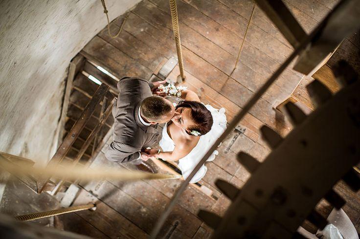 Fotoshoot in molen, photoshoot windmill, Bruidsfotografie Tilburg, Bruidsreportage, Trouwfotograaf, Bruidsfotograaf | Dario Endara