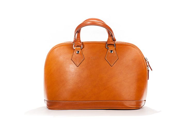 Hand Crafted I Medici purse, made with world famous vegetable tanned Italian leather in Florence, Tuscany. Shop online at Pelleitalianleather.com