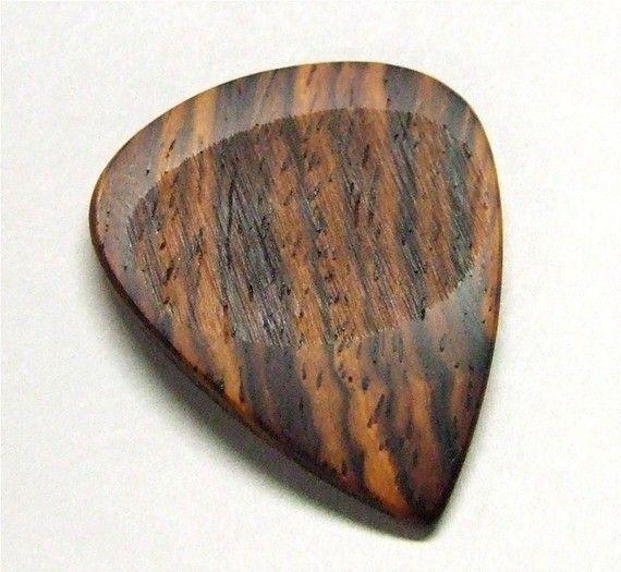 hardwood guitar pick. want.