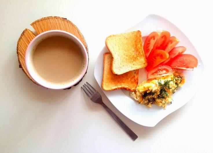 Na śniadanie: jajecznica z 2 jaj posypana koperkiem, tosty, pomidor 🍳😀😋 Dobre śniadanie 😜👍 ---> Zapraszam moją stronę na fb https://www.facebook.com/eatdrinklook/ ❤ ----------> For breakfast: scrambled eggs with 2 eggs sprinkled with dill, toast, tomato 🍳😀😋 Good breakfast 😜👍 ---> I invite my page on fb https://www.facebook.com/eatdrinklook/ ❤