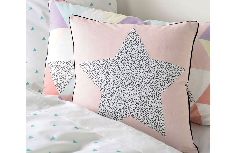 The Astrid Fox Square Cushion by Squiggles is the perfect addition to the Astrid duvet cover set. These these awesome cushions feature a star filled with a black and white Memphis pattern printed on cotton canvas and finished with a piped edge in black to complete the look.
