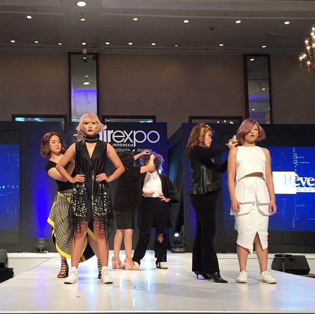 Peragaan tren rambut terkini bertajuk 'Flashion' Vol 1: Audacious dari @reveracademy di gelaran @hairexpoid yang terinspirasi dari Flash Camera. #graziabeauty #graziafashion #graziaindonesia  via GRAZIA INDONESIA MAGAZINE OFFICIAL INSTAGRAM - Fashion Campaigns  Haute Couture  Advertising  Editorial Photography  Magazine Cover Designs  Supermodels  Runway Models