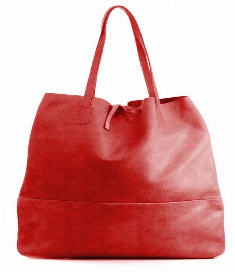 And 3 leren damestas, de tas sluit door middel van een strik . Mogelijk in 30 verschillende kleuren leer.