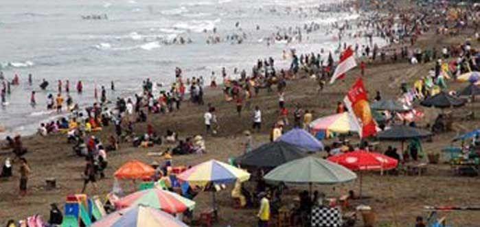 Pantai Pangandaran Masih Dipadati Wisatawan