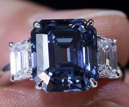 Blue diamond ~ This is one of the rarest gems in the world - a 6.04 carat…