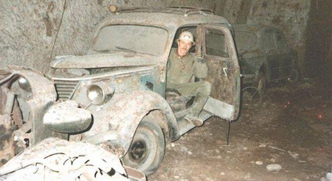 Sejumlah Bangkai Mobil Klasik Terkuak Di Bourbon Tunnel -