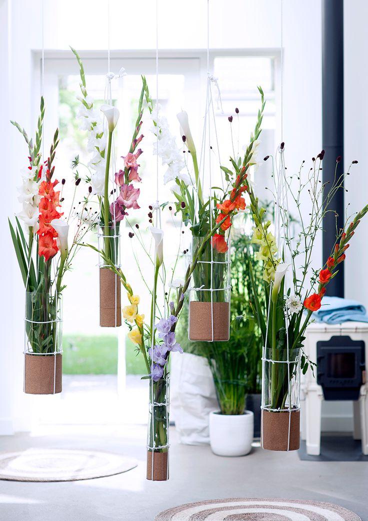 Gladiolen en Calla's, in hangende vazen. Een bijzonder idee!