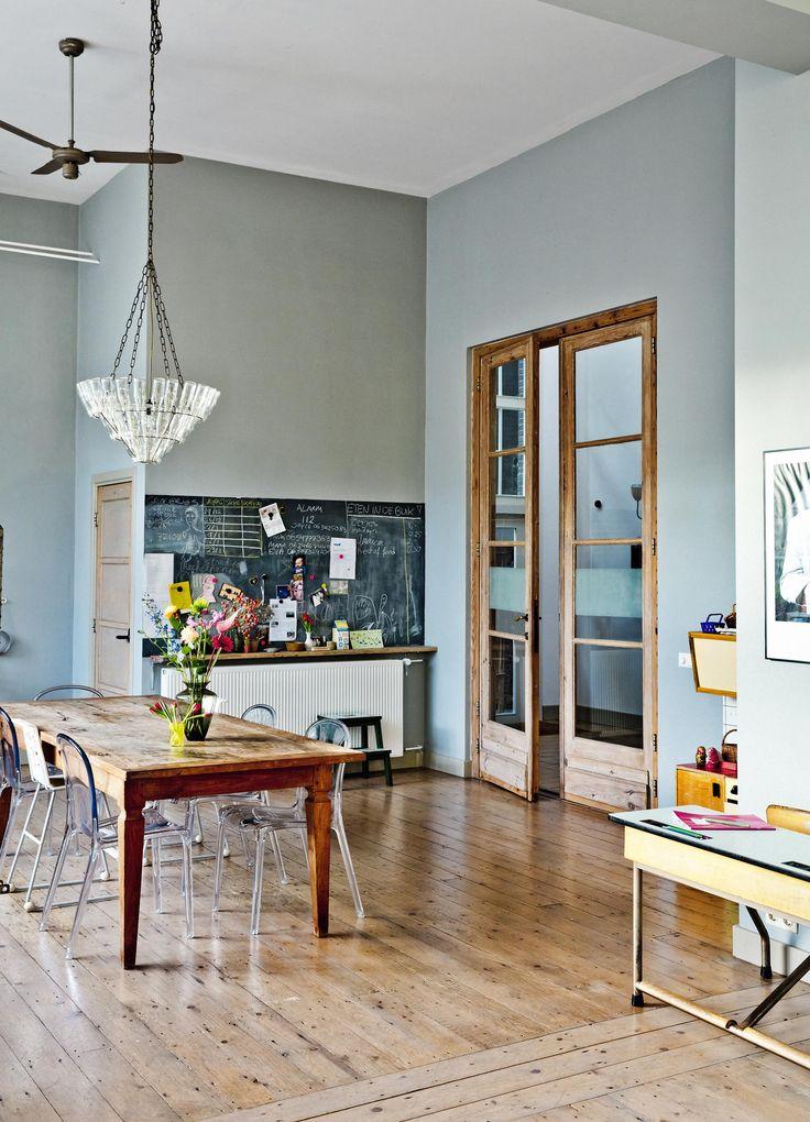 Prachtig interieur, hout, lichtblauw, wit combi