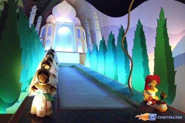 9/13 | Photo de l'attraction It's a Small World située à @Disneyland Paris (France). Plus d'information sur notre site www.e-coasters.com !! Tous les meilleurs Parcs d'Attractions sur un seul site web !!