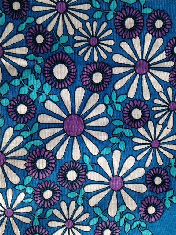 Retro duk med blå med turkosa och lila blommor