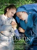 CINE(EDU)-899. La historia de Marie Heurtin. Dir. Jean-Pierre Améris. Drama. Francia, 2014. Película inspirada en feitos reais que sucederon a finais do século XIX. A protagonista, a moza Marie, incapaz de comunicarse por ser xorda, muda e cega, foi recluída polos seus pais nun asilo a cargo de relixiosas http://kmelot.biblioteca.udc.es/record=b1535171~S1*gag http://www.filmaffinity.com/es/film969044.html