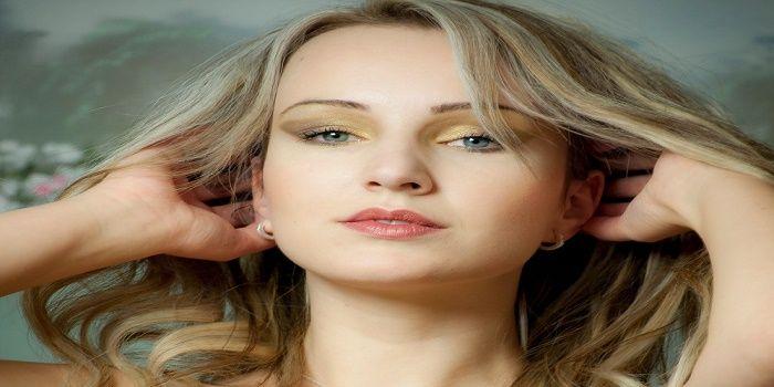 Make up per zigomi alti: come si fa