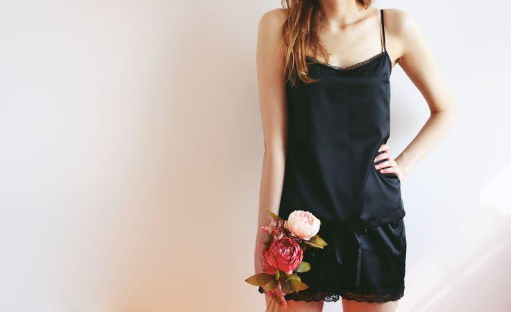 Nowości ciąg dalszy :) Zobaczcie piżamy od Le Baiser - dostępne dwa modele - Cherry Blossom w kolorze ecru i czarna Black Lilac :) http://pl.dawanda.com/shop/lebaiserlingerie #underwear #bielizna #lingerie #lebaiser #prezent #gift #pomyslnaprezent #fashion #model #kobieta #woman #handmade #bestoftheday #piżama #pajama #komplet #set #black #koronka #lace #bieliznanocna #sleepwear #nightwear #wieczórpanieński #bacheloretteparty #top #bluzka #spodenki #shorts