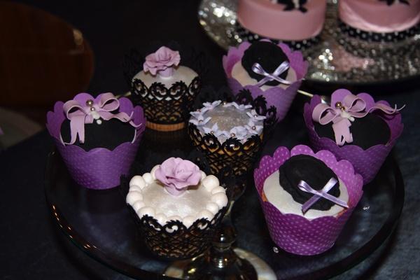 Cupcakes Todas nuestras elaboraciones se sirven, exclusivamente, por encargo. En The Jewel Cake Company no hay tartas en stock, por ello la importancia de formular el pedido con antelación. Sólo de ésta manera es esposible garantizar la venta de productos de calidad.
