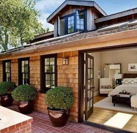 F otos fachadas casas pequeñas , es una casa de ciudad típica de estilo moderno con revestimiento de muros con base madera en tejuelas de...