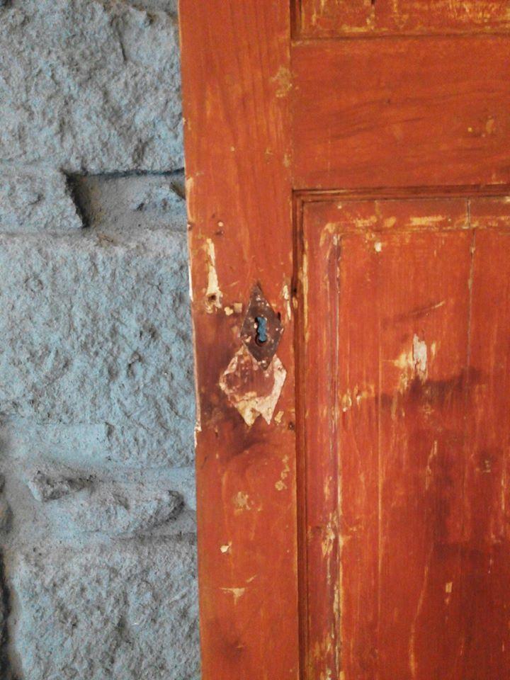 #mercadoloftstore #porto #umseisum #decor #decoração #door #orange #wood #madeira #recuperada #porta #porta #style #contraste #cor #textura #chave #key #piece #wall #parededepedra #project #projecto #idea #inspiration #texture #detail #view #pointofvew