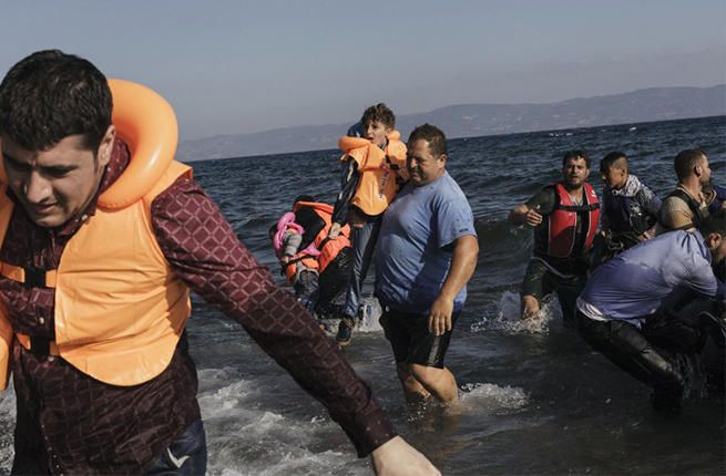 Lebih dari 400 imigran dicegat menuju pulau-pulau Yunani oleh Turki  TURKI (Arrahmah.com) - Sebanyak 422 imigran dicegat oleh polisi Turki selama seminggu terakhir dalam perjalanan mereka menuju ke pulau-pulau Yunani ungkap Kementerian Dalam Negeri Turki Sabtu (4/2/2017).  Menurut pernyataan tersebut operasi dilakukan antara 27 Januari dan 3 Februari lansir Al-Bawaba.  Penjaga pantai yang berpatroli menangkap 56 imigran di lepas pantai yang mencoba untuk menyeberangi Laut Aegea antara…