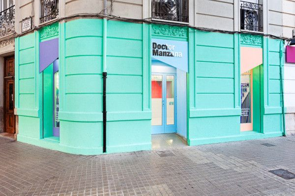 Doctor Manzana: A Gadgets Store Gets a Graphic Redesign in interior design  Category Valencia