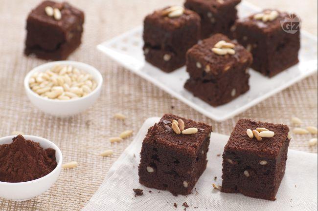 I cubotti dolci al cioccolato e birra sono degli irresistibili dolcetti preparati con la birra La Rossa Moretti e cioccolato in polvere amaro.