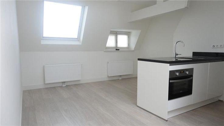 Churchill-laan   Oud-Zuid   Amsterdam (stad)  Woonruimte te huur in Oud-Zuid Amsterdam. Vanaf 24-03-2017 komt er een Appartement beschikbaar! Het heeft een oppervlakte van 52m2 3 kamer(s) en 2 slaapkamer(s). Het zal Gestoffeerd opgeleverd worden. De huurprijs is 1.550- per maand (exclusief). De borgsom bedraagt 1.550-. Matchen jouw woonwensen met deze woonruimte?  EUR 1550.00  Meer informatie