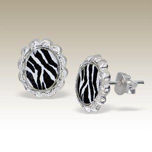 Prachtige knop oorbellen met een zebra print.