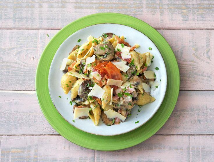 Pasta à la carbonara met champignons (op=op)