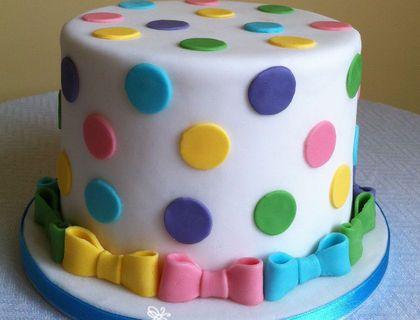 polka dot cake - ack! The bows! Must make bows!