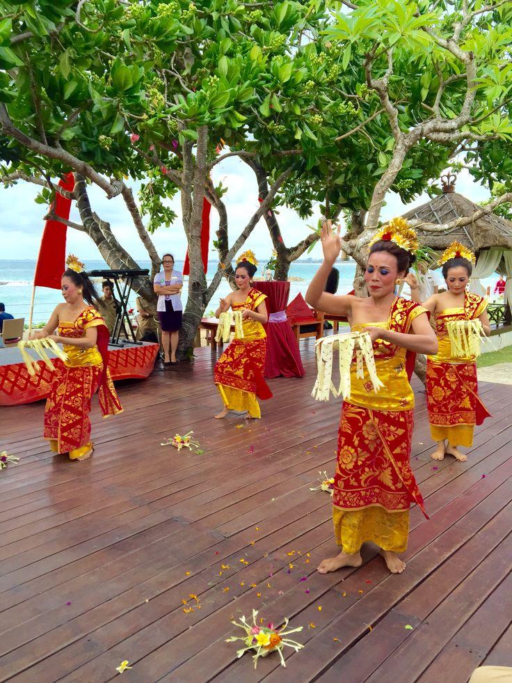 Panyembrama Dance - Balinese Dance Performance by Staff