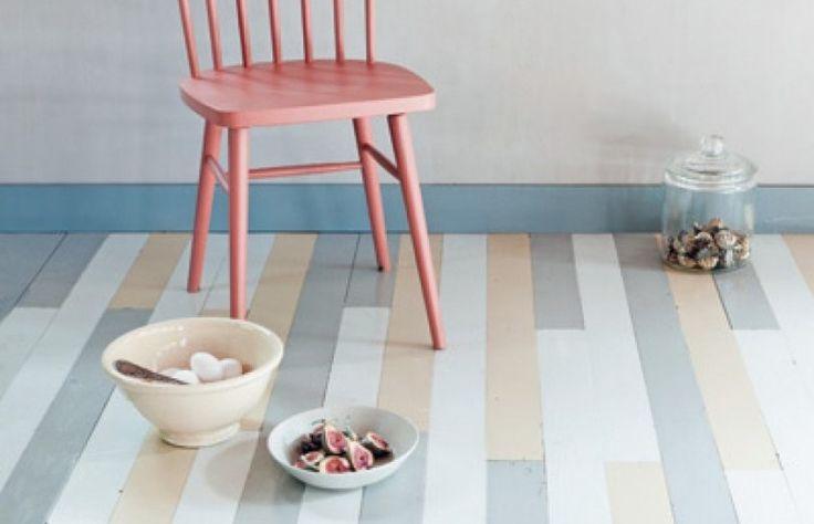 De enige lik verf die vloeren tegenwoordig vaak nog krijgen, is een laklaag over het hout. Verf is voor op de muren, de vloer houd je schoon. Je zou denken dat je er een vloer mee verpest, maar de historie van vloeren verven gaat ver terug. Vanaf de achttiende eeuw werd het populair om vloeren […]