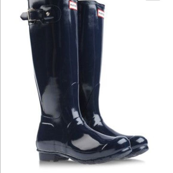 Hunter Boots Shiny navy blue HUNTER BOOTS! Looks good in all seasons ❄️☀️ NO TRADES. More pics to come soon. Hunter Boots Shoes Winter & Rain Boots