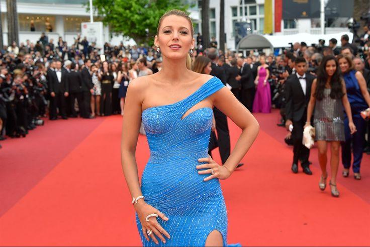 L'attrice sfila sul red carpet del Festival di Cannes fasciata da un abito azzurro che mette in evidenza le forme della sua (seconda) gravidanza. E incanta, ancora una volta, il pubblico