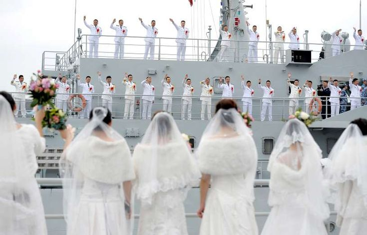 Pictures of the week: Jan. 5, 2018.  ZHEJIANG PROVINCE, CHINA -  Navy personnel of People's Liberation Army (PLA) wave at their brides during a mass wedding at a military base in Zhoushan, Zhejiang province, China Dec. 29, 2017.